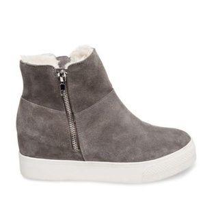 WANDA Steve Madden boots